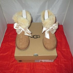 UGG Women's Gita Bow Mini Booties
